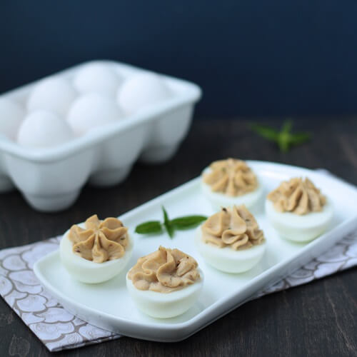 low carb deviled eggs recipe from mellissa sevigny at Ibreatheimhungry.com