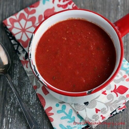 Easy Keto friendly marinara sauce from mellissa sevigny at I Breathe I'm Hungry