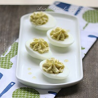 An egg fast, lchf, keto friendly deviled eggs recipe from Mellissa Sevigny of I Breathe Im Hungry