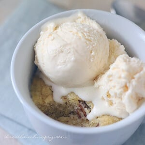 A low carb and gluten free mug cake recipe from Mellissa Sevigny of I Breathe Im Hungry