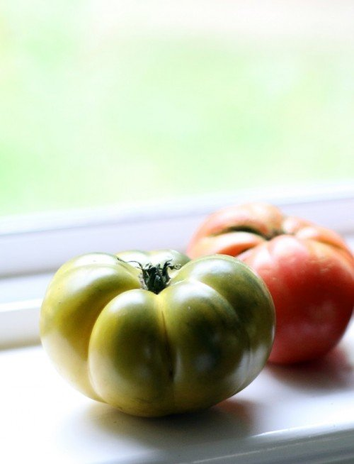A photo of heirloom tomatoes by Mellissa Sevigny of I Breathe Im Hungry
