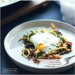 Bacon and Zucchini Eggs in a Nest – Low Carb