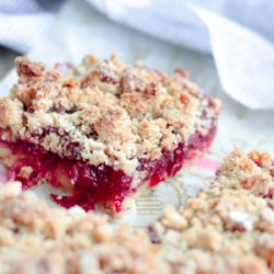 A low carb cranberry shortbread streusel bar cookie recipe from Mellissa Sevigny of I Breathe Im Hungry