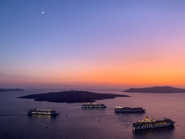 IBIH Vacation Travel Guide to Santorini - Sunset with cruise ships over the Caldera