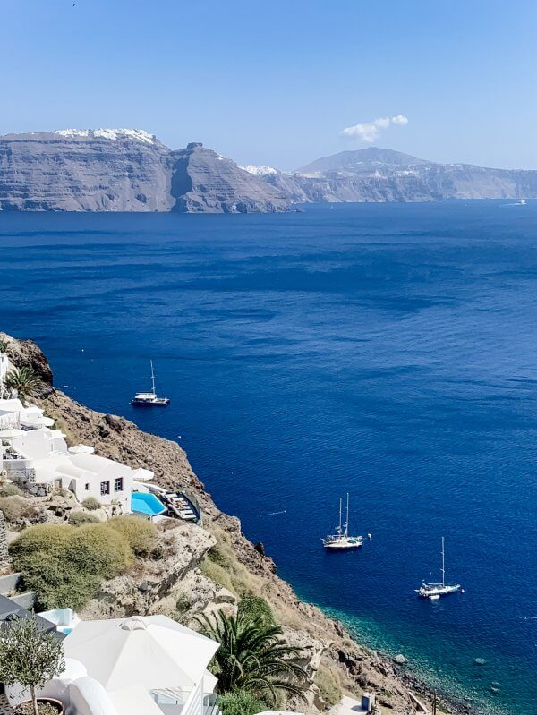 IBIH Vacation Travel Guide to Santorini - Santorini Coastline