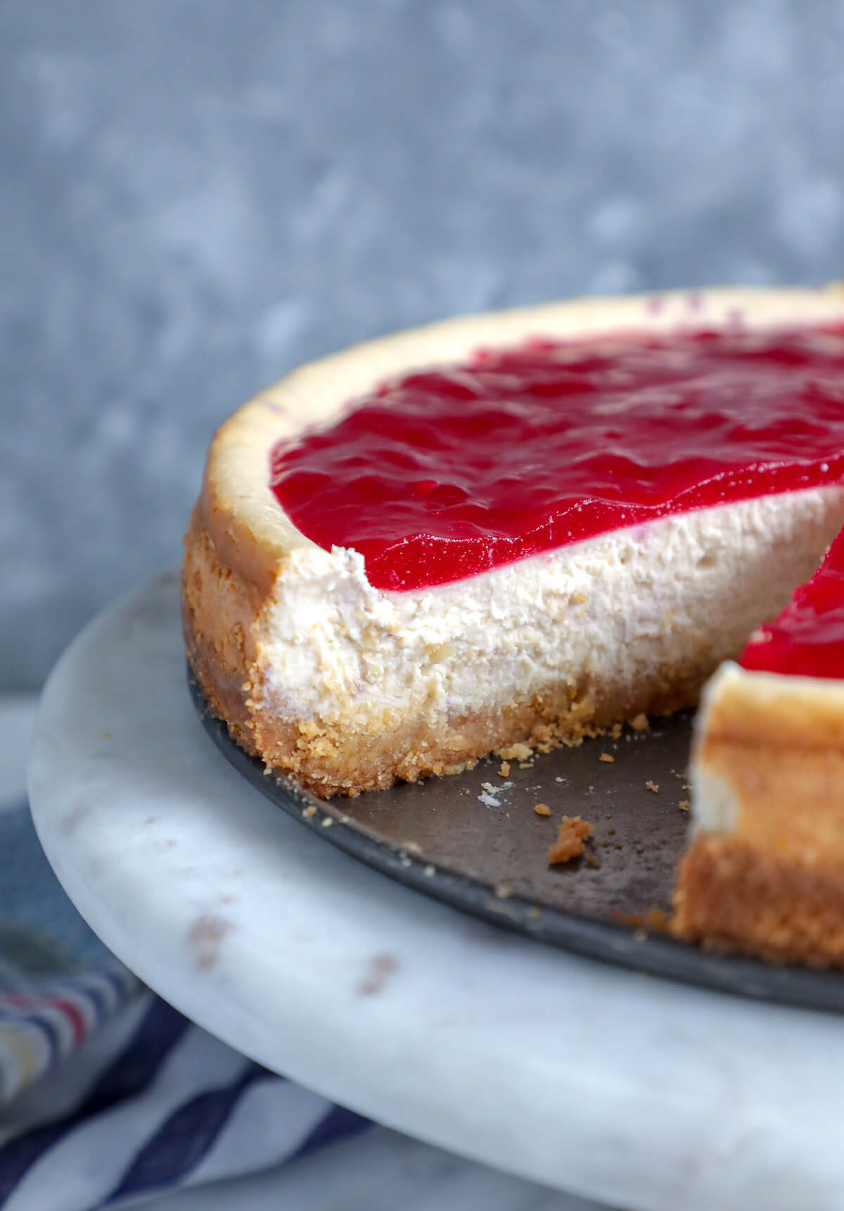 Cross section of the Keto cranberry orange cheesecake